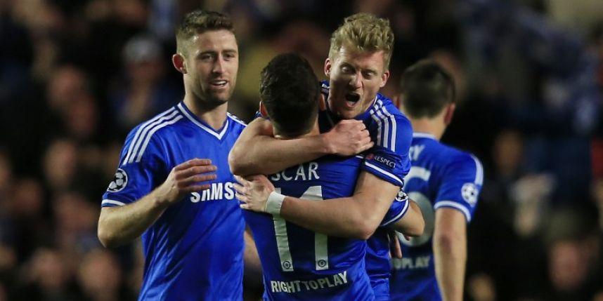 Oscar et Cahill viennent féliciter l'Homme du match : Schurrle